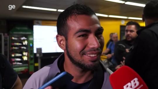 """Sornoza chega a São Paulo para acertar com o Corinthians: """"Sou um jogador que gosta de desafios"""""""
