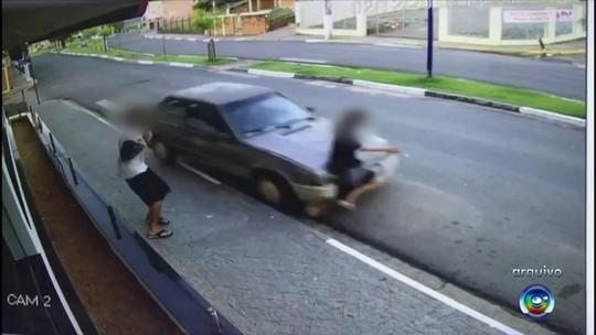 Justiça vai ouvir mulher sem perna que atropelou adolescente na calçada com carro sem adaptação
