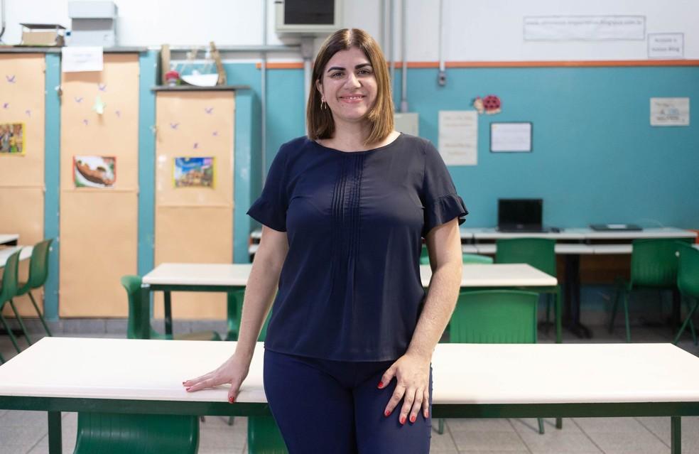 Débora Garofalo, brasileira que está entre os finalistas, ensina matérias de tecnologia em uma área carente de São Paulo. — Foto: The Varkey Foundation/Divulgação