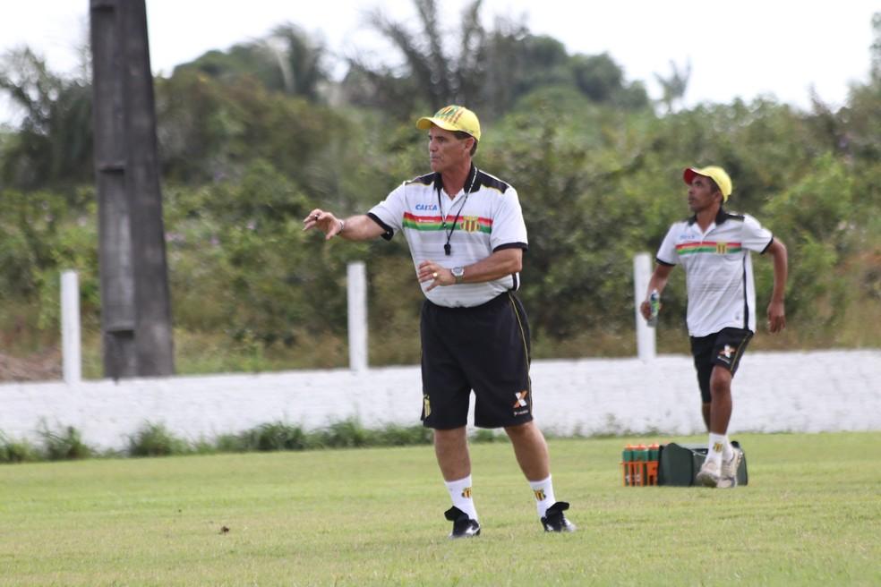Paulo Roberto Santos fez três jogos no Sampaio com duas derrotas e um empate (Foto: Lucas Almeida / L17 Comunicação)