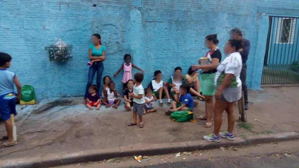 Crianças, a maioria com menos de 5 anos, foram socorridas em segurança, em Cuiabá — Foto: Polícia Militar de Mato Grosso/Assessoria