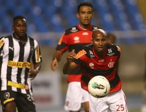 Dificuldade na negociação por Pará faz Grêmio estudar Wellington Silva