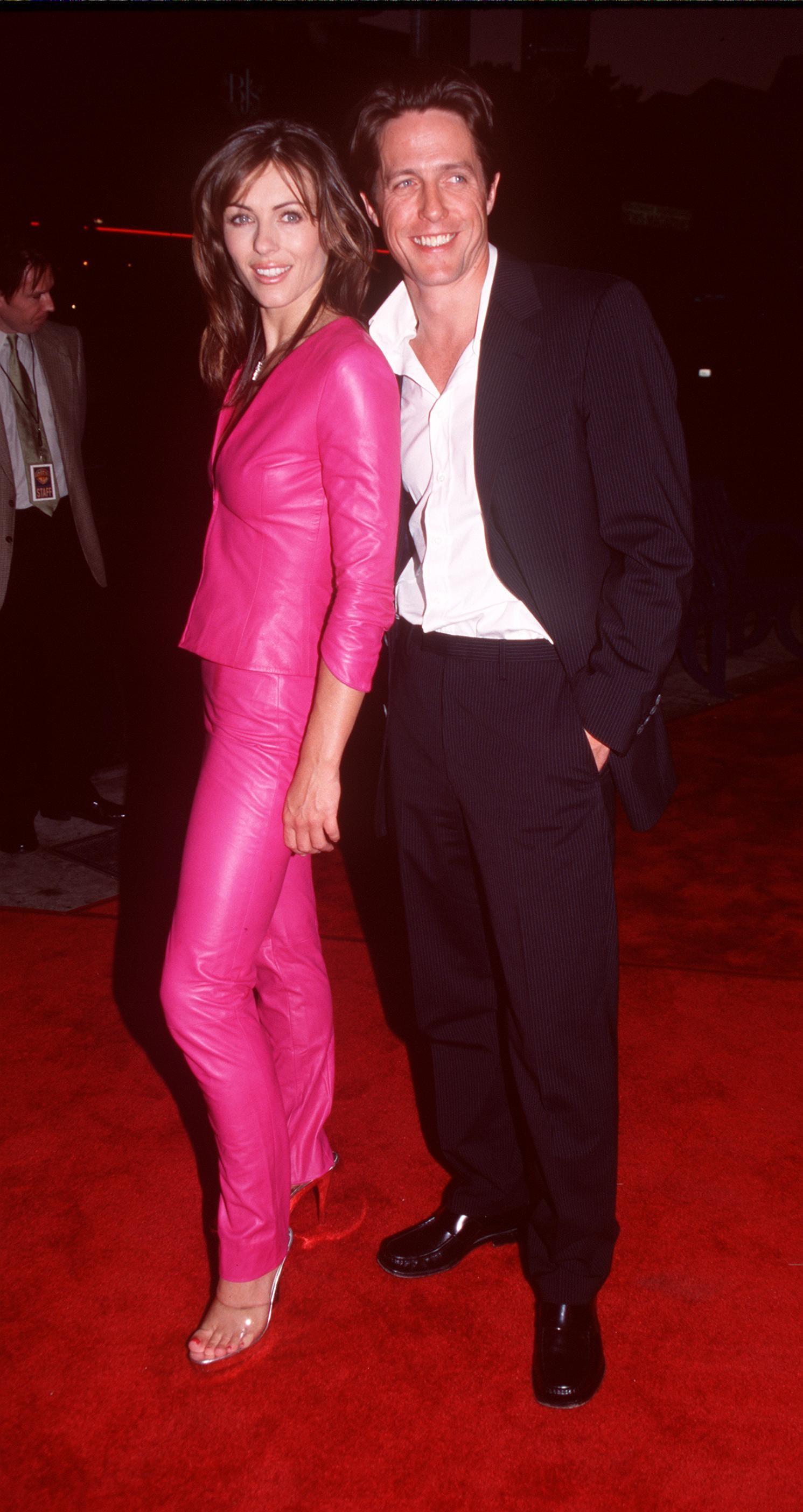 Elizabeth Hurley e Hugh Grant juntos, em 2000 (Foto: Getty Images)