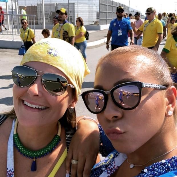 Belle Silva já em frente ao estádio em Samara (Foto: Reprodução/Instagram)