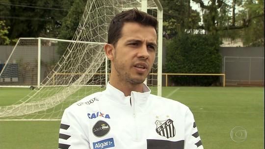 Jogar em alto nível e virar ídolo: Nilmar traça metas no Santos