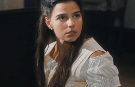 Na segunda-feira (13), Pilar (Gabriela Medvedovski) ficará dividida ao receber a notícia de que ganhou uma bolsa de estudos nos EUA TV Globo