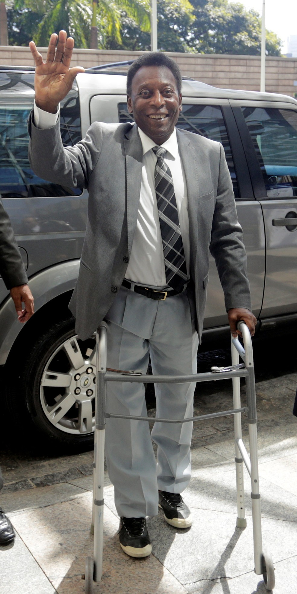 Há uma semana, Pelé usou andador em evento em São Paulo (Foto: Leonardo Benassatto / Reuters)