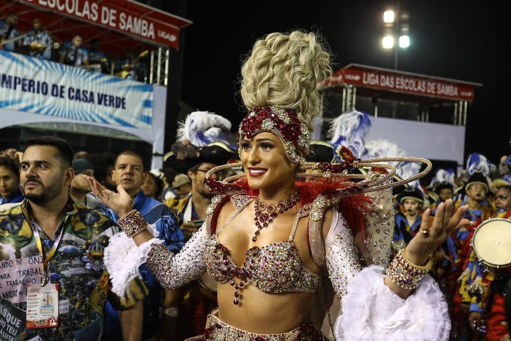 Lívia Andrade no desfile da Império de Casa Verde — Foto: Marcelo Brandt/G1