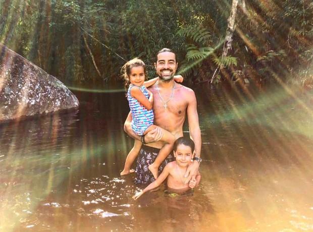 Ricardo Pereira com os filhos, Vicente e Francisca (Foto: Reprodução/Instagram)