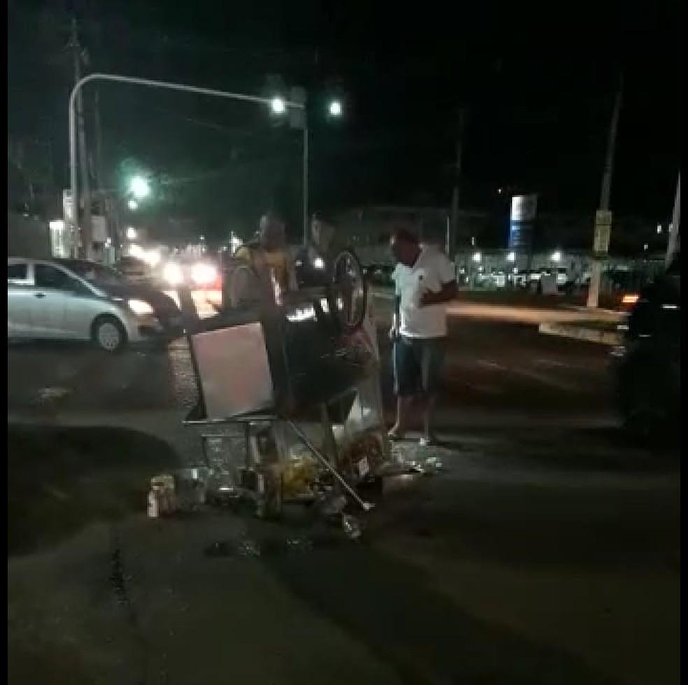 Carrinho de pipoca é virado em Porto Velho — Foto: Reprodução