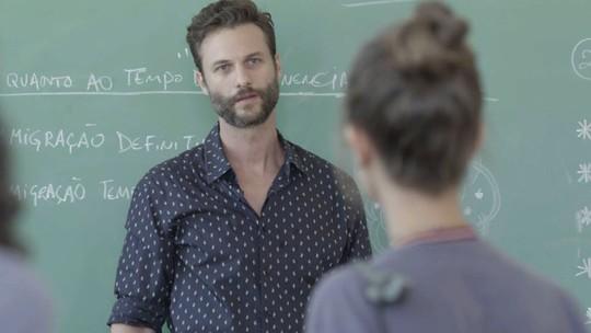 Verena encontra Breno na sala de aula: 'O que esse cara tá fazendo aqui?'