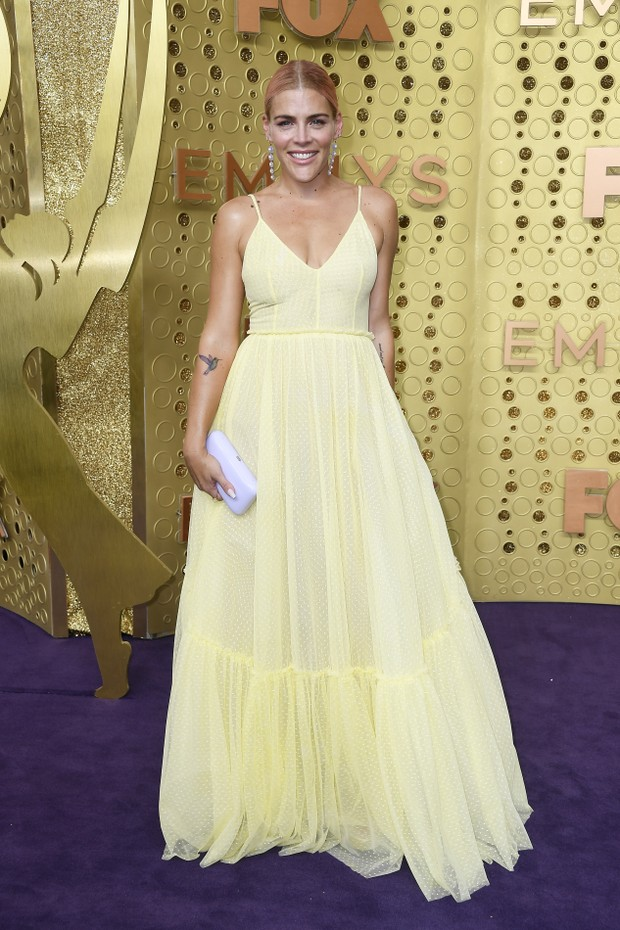 Busy Philipps usa Lela Rose (Foto: Getty Images)