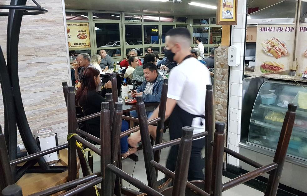 Bares e restaurantes terão que pagar menos imposto ao estado após reflexo da pandemia — Foto: LEANDRO FERREIRA/FOTOARENA/ESTADÃO CONTEÚDO