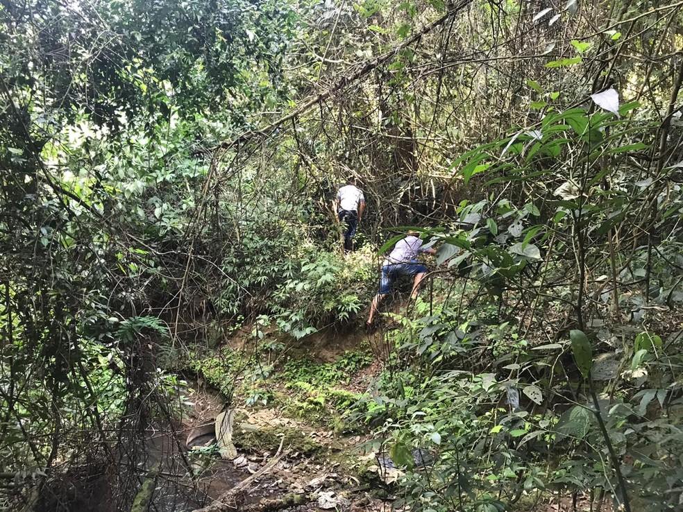 Corpo da Aline Silva Dantas foi encontrado em área de mata em Alumínio — Foto: Mayara Corrêa/TV TEM