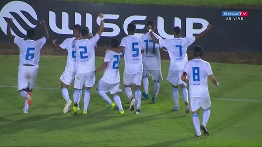 """Herói do Londrina, Luquinha faz primeiro gol na carreira e comemora: """"Foi como eu sonhei"""""""