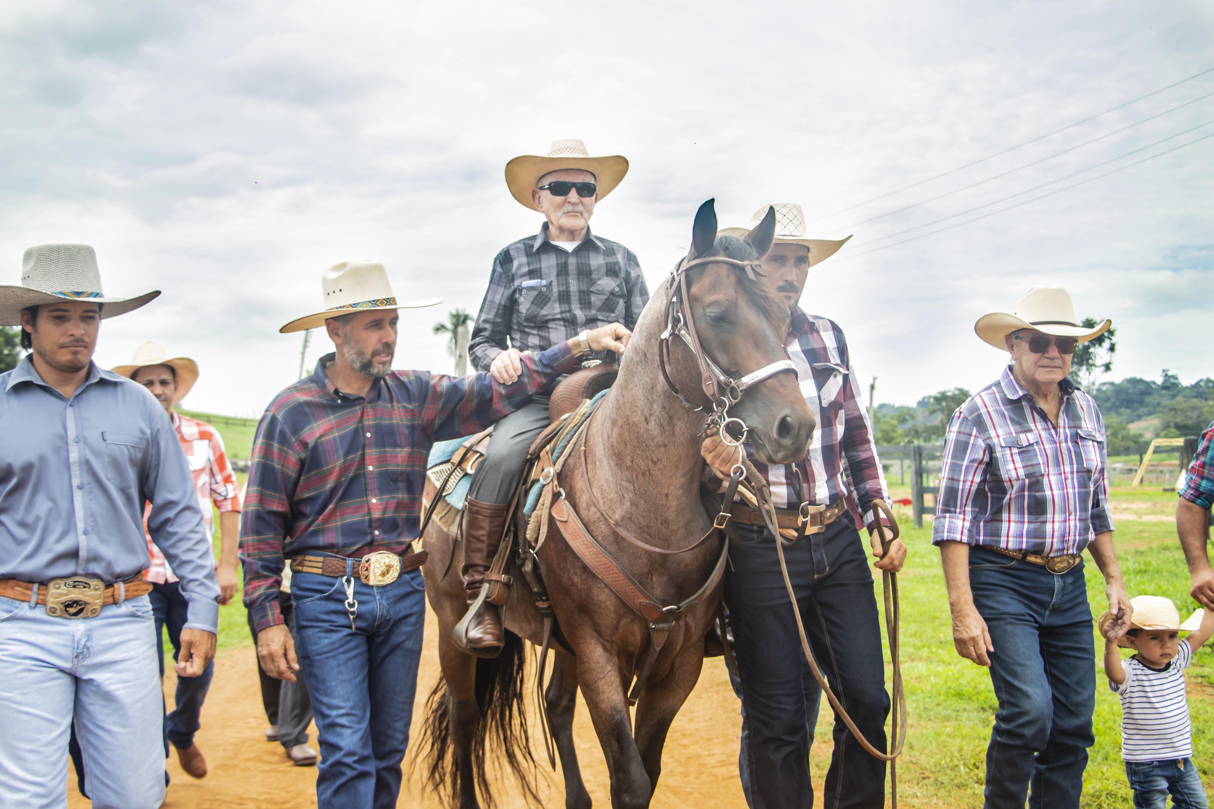 Tropeiro completa um século de vida e ganha festa inspirada em cavalgada, em RO - Notícias - Plantão Diário