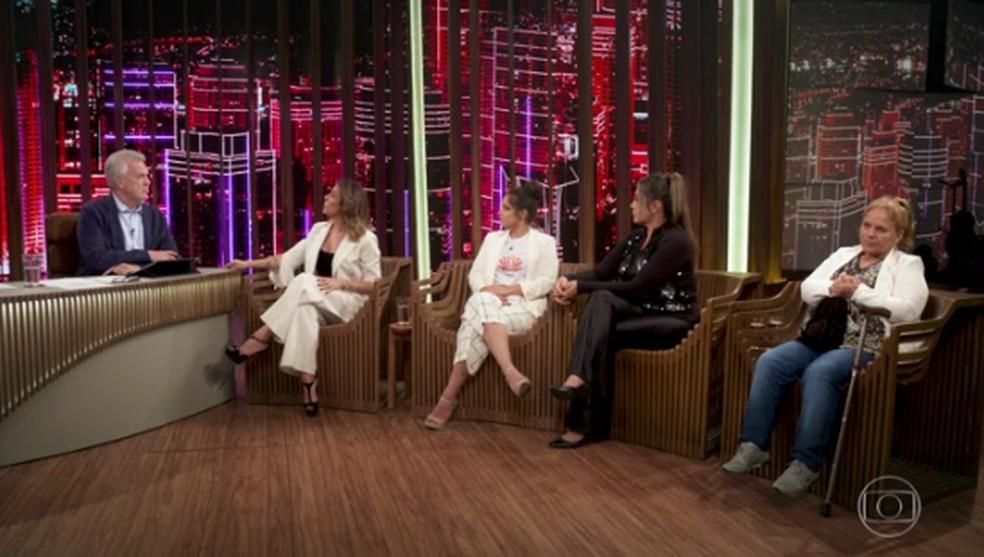 Isabelle Sant´Anna, Gabriela Mansur, Elaine Caparróz e Claudete Pereira falaram sobre violência doméstica no 'Conversa com Bial' — Foto: Reprodução/TV Globo