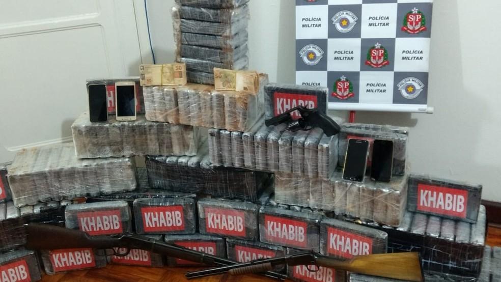 Homem foi preso com quase 200 quilos de drogas, armas e dinheiro em Porto Feliz (SP) — Foto: Polícia Militar/Divulgação