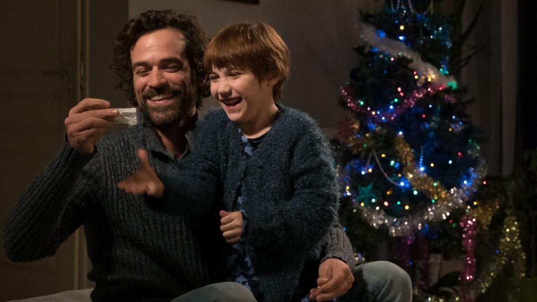 Olivier (Romain Duris) e a filha Rose (Lena Girard Voss) (Foto: Divulgação)
