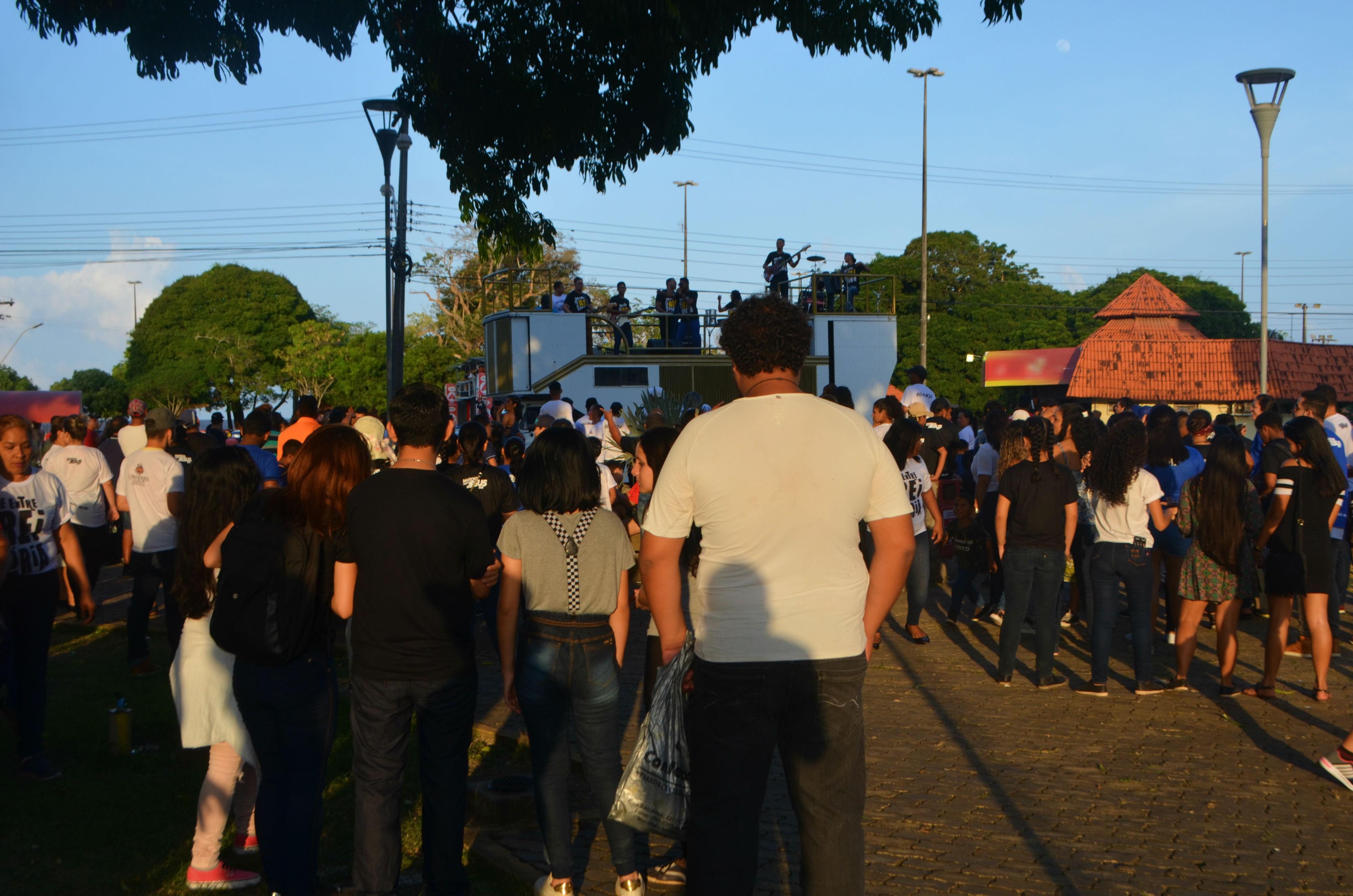 Marcha para Jesus reúne milhares de fiéis pelas ruas da orla de Macapá