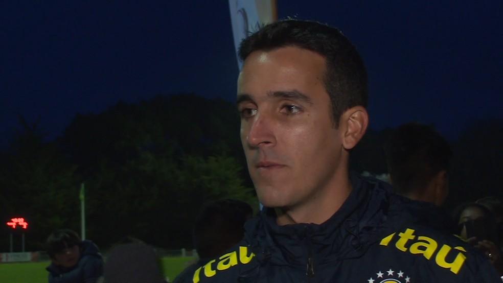 Paulo Victor Gomes, treinador da seleção brasileira sub-17, no Torneio de Montaigu (Foto: Reprodução de vídeo)