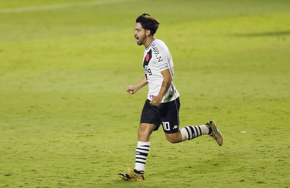 Benítez marcou nesta quarta seu primeiro gol pelo Vasco. Argentino está em alta com a torcida — Foto: Rafael Ribeiro/Vasco