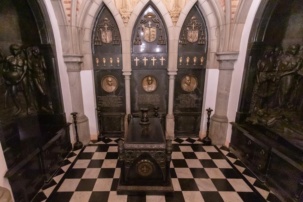 Túmulos da Cripta da Catedral da Sé — Foto: Celso Tavares/G1