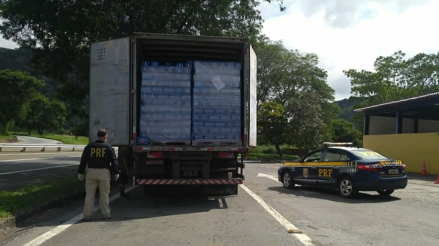 PRF apreende 27 mil litros de cerveja durante fiscalização na BR-393, em Três Rios
