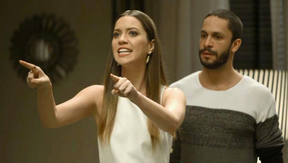 Em 'A Dona do Pedaço', Fabiana (Nathalia Dill) se irrita ao não achar celular — Foto: Globo