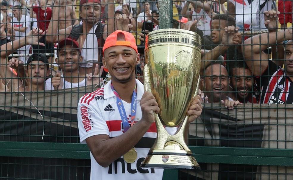 9b265326e317e Foto  Fabinho conquistou a Copa São Paulo como um dos destaques do  Tricolor. — Foto