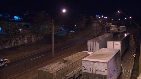 Caminhoneiros protestam pelo terceiro dia nas rodovias de Minas Gerais