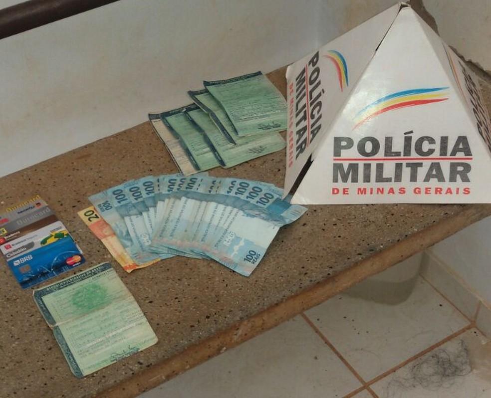 Dinheiro foi encontrado com o suspeito (Foto: Polícia Militar/Divulgação)