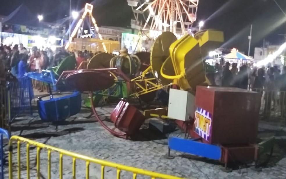 Queda de brinquedo em parque de diversões deixa feridos na Bahia — Foto: Site Bahia 10