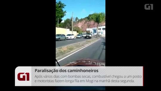 Posto de gasolina de Mogi vende estoque guardado de combustível e motoristas formam filas