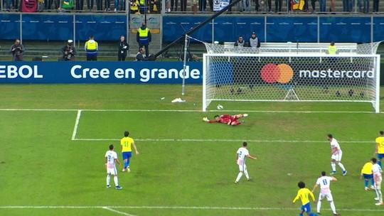"""Tite detona gramado da Arena do Grêmio após classificação contra o Paraguai: """"É absurdo"""""""