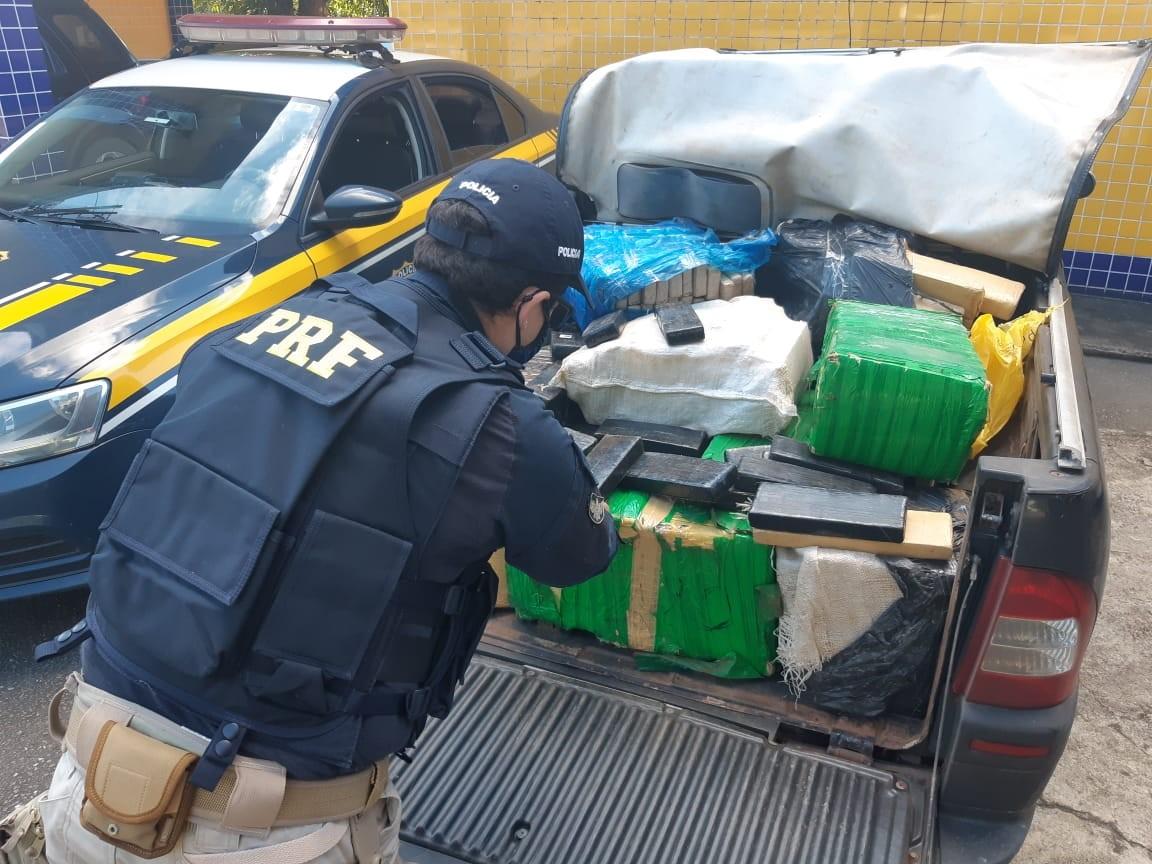 Homem é preso com aproximadamente 350 kg de maconha em caminhonete em Juiz de Fora