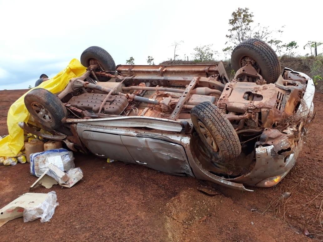 Bebê morre após carro sair de pista e capotar na BR-156, no Amapá