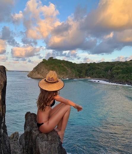 A modelo está aproveitando as férias na costa brasileira (Foto: Instagram)