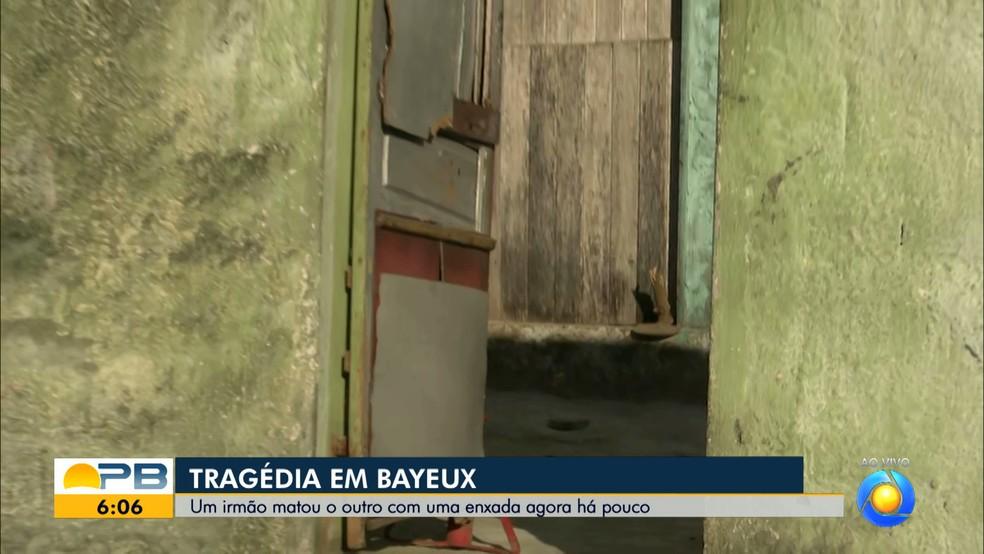 Homem mata irmão com golpe de enxada, em Bayeux — Foto: Reprodução/TV Cabo Branco