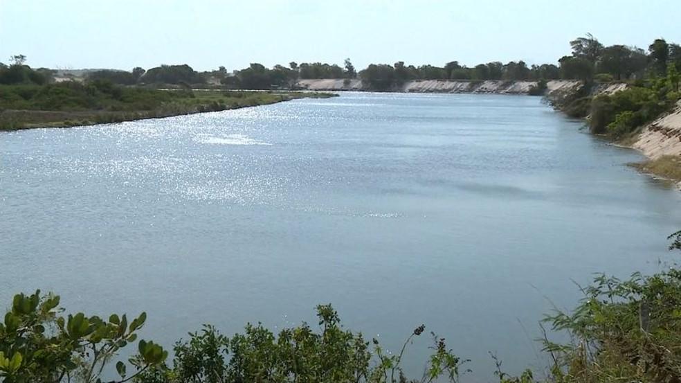Rio Itabapoana é invadido pelo mar em Presidente Kennedy (Foto: Reprodução/ TV Gazeta)
