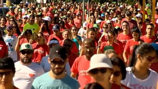 População aproveita a Caminhada pela Vida para praticar exercícios físicos