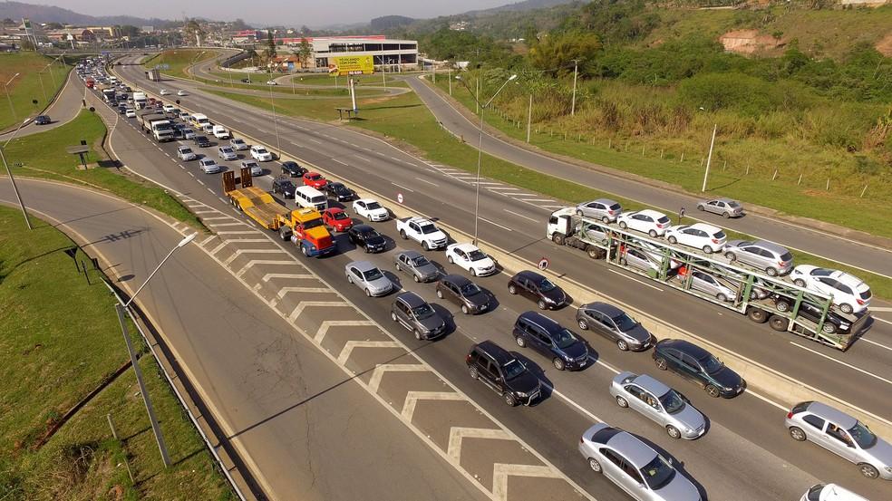 Movimento na rodovia Fernão Dias (BR-381) foi intenso durante o feriado de Ano Novo (Foto: Luis Moura/WPP/Estadão Conteúdo)
