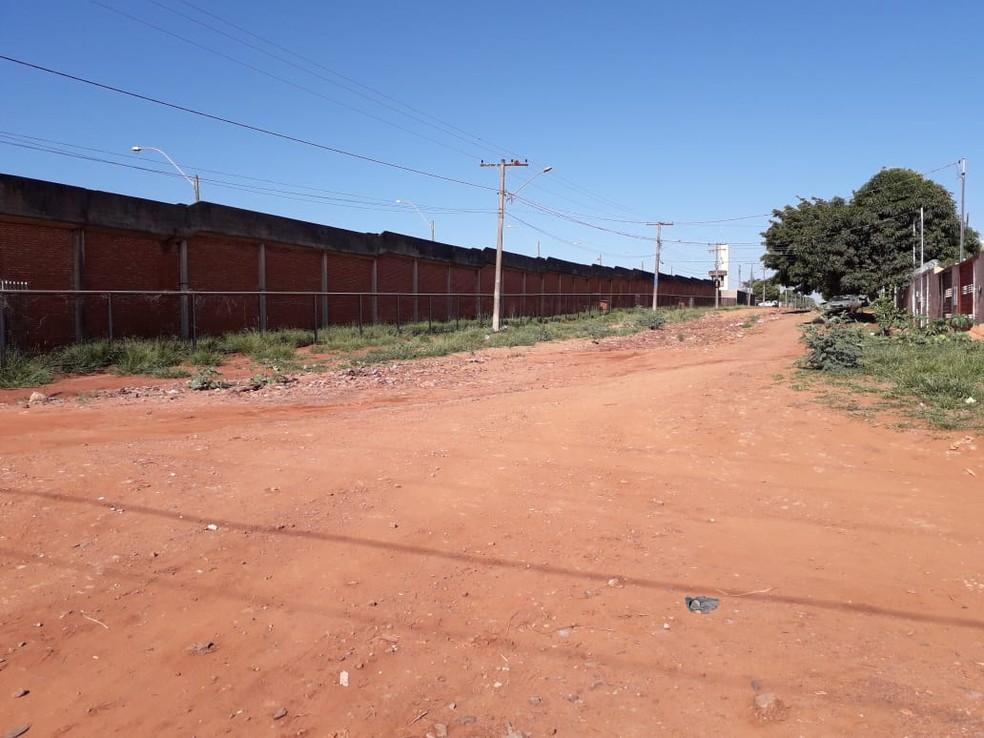 Muralha do presídio de segurança máxima, em Campo Grande — Foto: Osvaldo Nóbrega/TV Morena