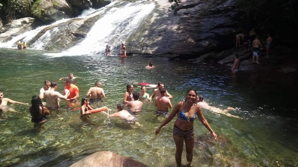Foto mostra a Cachoeira do Paraíso antes de cabeça d'água — Foto: G1 Santos