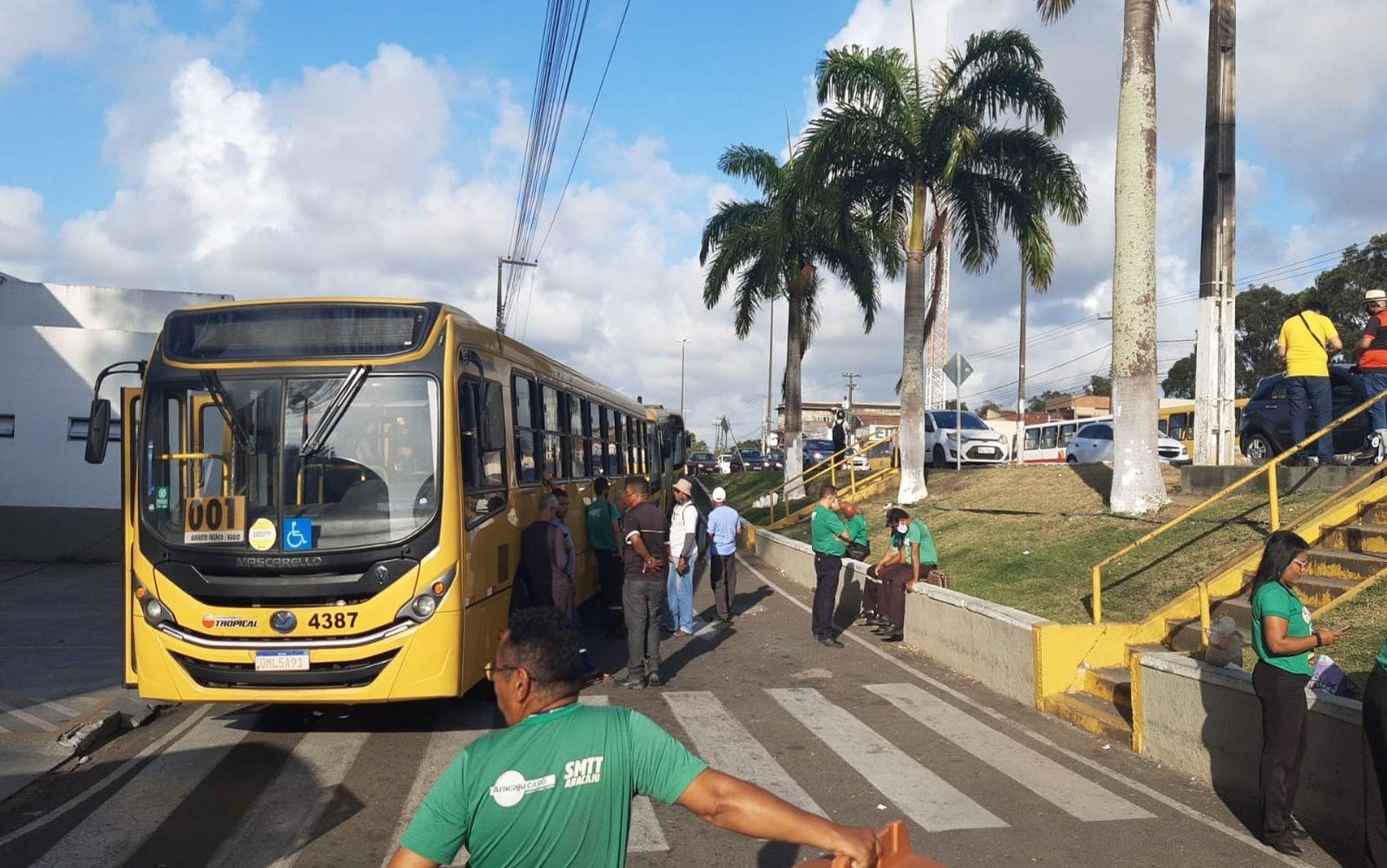 Paralisação de cerca de 900 rodoviários do transporte público da Grande Aracaju segue pelo segundo dia