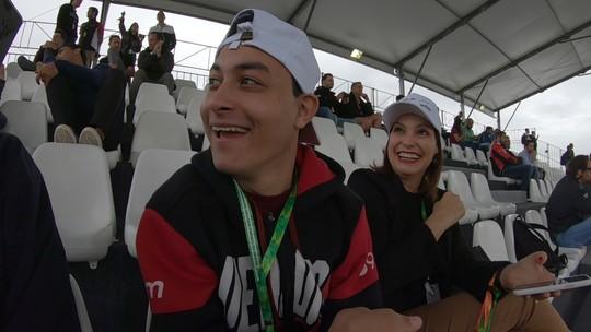 Vídeo mostra emoção de jovem com paralisia cerebral que assistiu a treino da F1: 'Extraordinário'