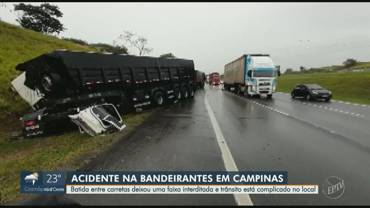 Motorista fica ferido após acidente entre duas carretas na Bandeirantes, em Campinas
