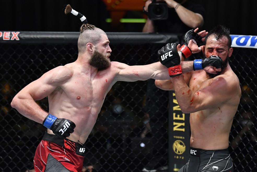 Jiri Prochazka passou por cima de Dominick Reyes no UFC — Foto: Getty Images