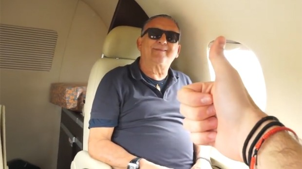 Filho de Galvão Bueno mostra jatinho da família (Foto: Reprodução / Youtube)
