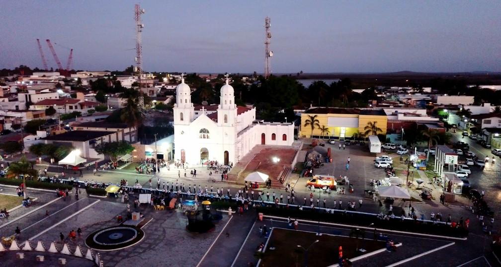 Comunidade preparou bolo de 90 metros para comemorar aniversário da paróquia de João Câmara — Foto: Rafael Fernandes/Inter TV Cabugi
